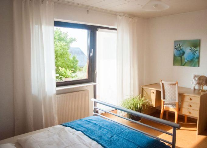 <h3 class='company-title'>Schlafzimmer</h3>